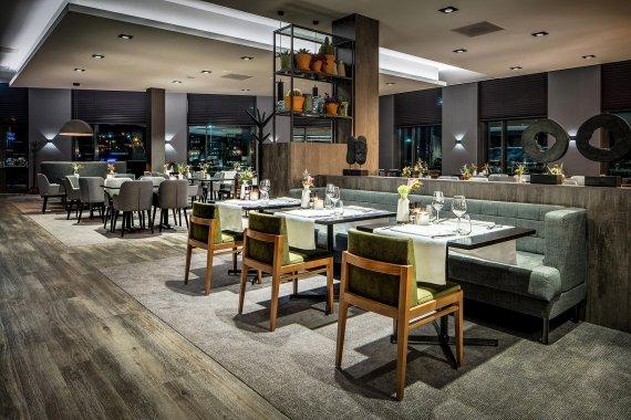 Restaurant Hotel Van der Valk Nijmegen-Lent, ontwerp Wiegerinck architectuur en stedenbouw